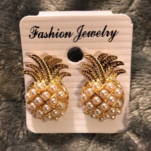 🍍Faux Pearl Pineapple 🍍 Stud Earrings